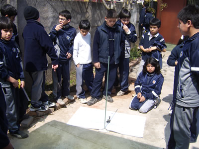 students from Chile measuring their shadow